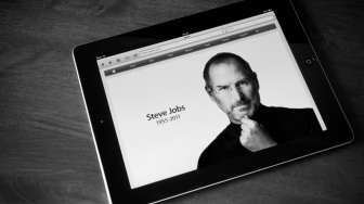 Bela Apple, Steve Jobs Muncul di Video Persidangan
