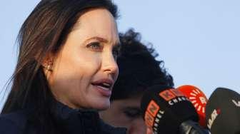 Kunjungi Pengungsi Rohingya, Agelina Jolie Mengaku Malu