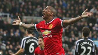 Ashley Young Tambah Kontrak di MU
