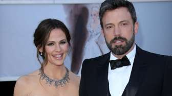 Ben Affleck-Lindsay Shookus Mesra di Emmy Awards 2017