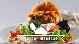 VIDEO: Resep Membuat Burger Mendoan Saus Padang