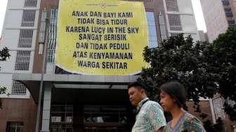 """Protes """"Lucy in The Sky"""" di Apartemen"""