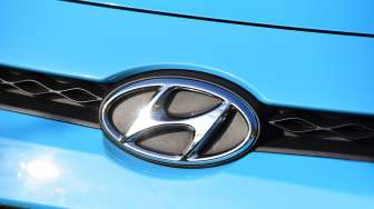 Hyundai Modifikasi Logo Buat Kampanyekan Physical Distancing
