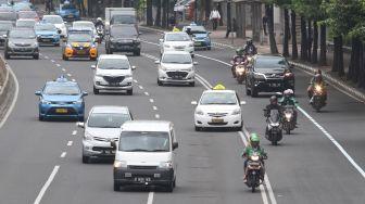 Untuk menggantikan larangan melintas di Jalan MH Thamrin.