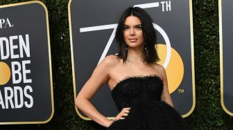 Kendall Jenner Vakum di Panggung Runway New York Fashion Week 2020