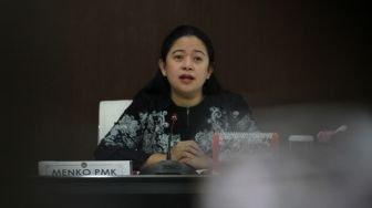 Menteri Koordinator Bidang Pembangunan Manusia dan Kebudayaan Puan Maharani memimpin rapat koordinasi evaluasi terkait Bantuan Pangan Non-Tunai (BPNT) dan beras sejahtera (rastera),di kantor PMK, Jakarta, Selasa (20/3).