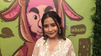 2 Potret Prilly Latuconsina dan Maxime Bouttier yang Anti Mainstream