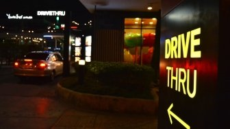 Viral Minimarket Drive Thru di Surabaya, Publik: Terobosan The New Normal