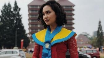 Fashion Wisuda 6 Seleb Cantik Lulusan Universitas Indonesia