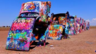 The Cadillac Ranch: Situs Otomotif Paling Instagramable