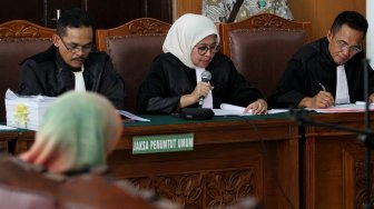 Suasana sidang perdana kasus penyebaran berita bohong atau hoaks yang menjerat terdakwa Ratna Sarumpaet di Pengadilan Negeri Jakarta Selatan, Jakarta, Kamis (28/2).[Suara.com/Arief Hermawan P]