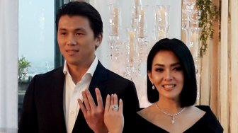 Akhirnya, Syahrini dan Reino Barack Pamer Cincin Kawin