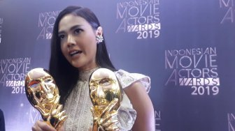 Berkat Love for Sale, Della Dartyan Borong Dua Piala IMA Awards 2019