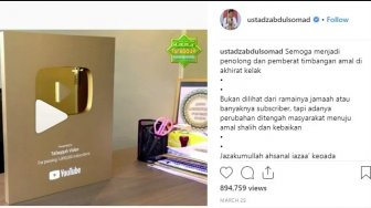 Raih 1 Juta Subscriber di YouTube, UAS Dapat Gold Play Button