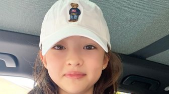 Cantiknya Ella Gross, Model Cilik Kembaran Jennie BLACKPINK