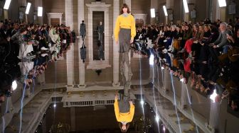Intip Rancangan Victoria Beckham di London Fashion Week