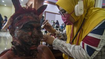 Intip Keseruan Lomba Make Up Karakter di Palu
