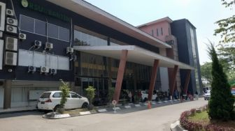 Ratusan Medis Pasien Corona Dikarantina di Gedung Bekas Gubernuran Banten