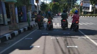 Viral Marka Jalan Edisi Physical Distancing, Serasa Starting Grid MotoGP