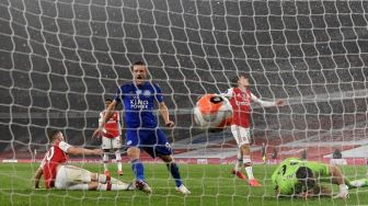 10 Pemain Arsenal Ditahan Imbang 1-1 Leicester City