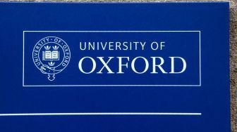 Vaksin Covid-19 Oxford Diklaim 90 Persen Efektif Satu Suntikan