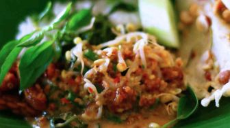 Sego Pecel Kertosono, Another Way of Serving Your Salad with Peanut Sauce