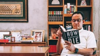 Riza Bela Anies Soal Unggahan Baca Buku 'How Democracies Die'