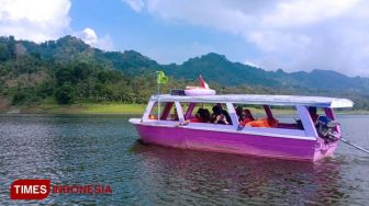 Get a Nice Experience of Horse Riding at Waduk Selorejo