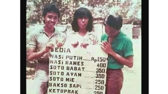 Foto Jadul Pria Pamer Jajanan Viral, Publik: Endorse Before It Was Cool