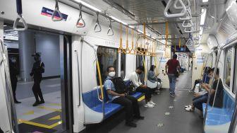 Pasokan Listrik Mendadak Putus, Kereta MRT Mogok di Atas Lintasan Layang