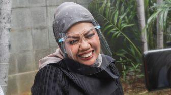 Elly Sugigi Lepas Hijab, Mbah Mijan Salfok: Mpok Makin Aduhaaay