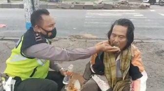 Aksi Mulia Aipda Purnomo, Beri Nasi Bungkus ke ODGJ yang Mengais Makanan