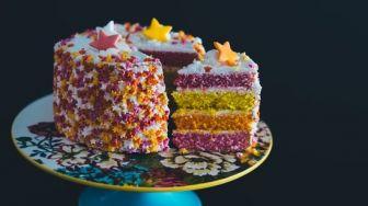 Dikritik Karena Kuku Pendekor Kue Hitam, Ternyata Begini Penjelasannya
