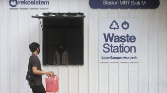 Menyetorkan Sampah Anorganik di Drop Point Rekosistem
