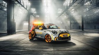 MINI Electric Pacesetter Debut Sebagai Mobil Safety di Formula E