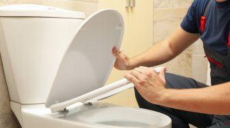 Cara Membersihkan Kloset di Toilet yang Tepat, Cuma 5 Langkah
