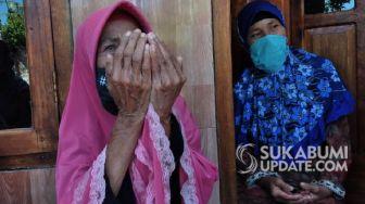 Tangis Haru Mak Jeje Saat Rumahnya Akan Diperbaiki