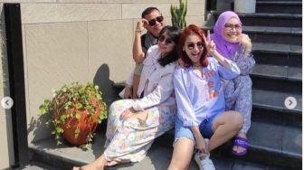 Libur Lebaran, Ayu Ting Ting dan Keluarga Berwisata ke Lembang Park and Zoo