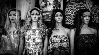 Trapped In The World of Mannequins