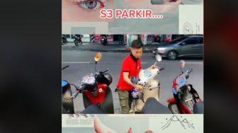 Viral Tukang Parkir Pakai Teknik Unik Pindahkan Motor, 'Lulusan S3 Perparkiran'