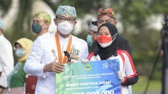 Ridwan Kamil Serahkan Bonus ke Atlet Jabar Peraih Medali Olimpiade Tokyo