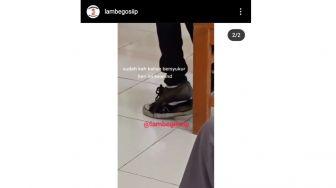 Bikin Nyesek! Pelajar Laki-laki Ini Pakai Sepatu Rusak Saat Mengikuti PTM