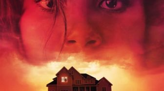 Sinopsis Film Thriller There's Someone Inside Your House