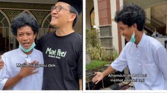Viral Pemuda yang Sambut Tamu Masjid dan Menata Sandal, Ternyata Sosok 'Anak Sultan'