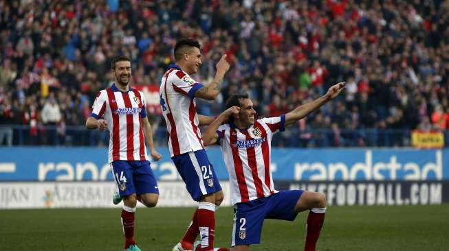 """Atletico Madrid's Diego Godin (R) celebrates scoring against Levante with teammates Jose Maria Gimenez de Vargas (C) and Gabriel Fernandez, who is known as """"Gabi"""", during their Spanish first division soccer match at Vicente Calderon stadium in Madrid"""