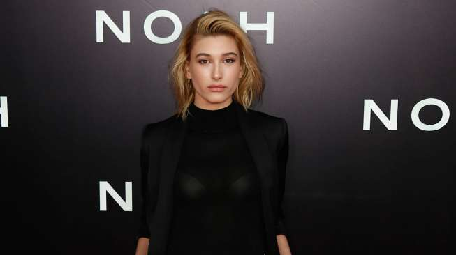 """NEW YORK-MAR 26: Model Hailey Baldwin attends the premiere of """"Noah"""" at the Ziegfeld Theatre on March 26, 2014 in New York City."""