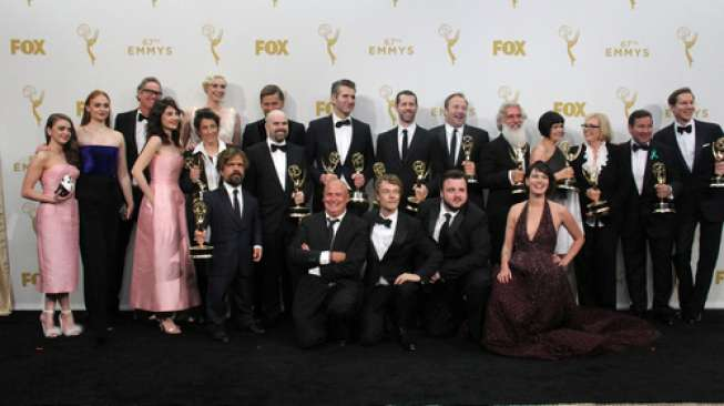 Para pemain dan produser serial Game of Thrones di arena Emmy Awards 2015 pada 20 September 2015 (Shutterstock).