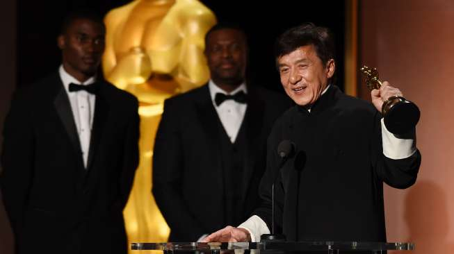 Jackie Chan saat menerima penghargaan Governors Awards di Hollywood, California, Sabtu (12/11/2016) [AFP]