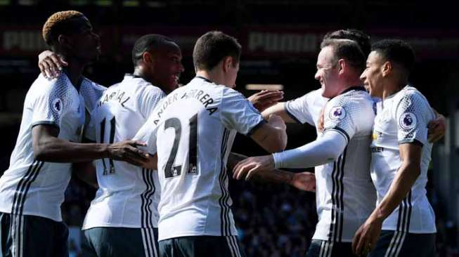 Rooney Kembali 'Moncer', Man United Bekuk Burnley 2-0
