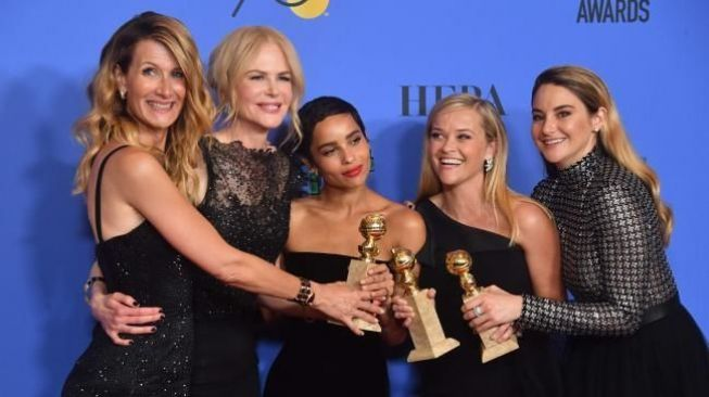 Para bintang serial Big Little Lies seperti Reese Witherspoon, Nicole Kidman dan Shailene Woodley di ajang Golden Globes 2018. (The Australian)